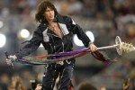Стив Тайлер упал со сцены во время концерта