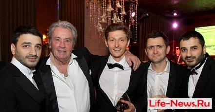 Ален Делон очаровал москвичей на премьере «С новым годом, мамы!»