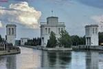 В камеру шлюза на Городецком гидроузле рухнул автокран с бульдозером на стреле