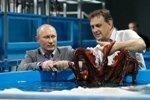 Путин побывал в строящемся океанариуме на острове Русский