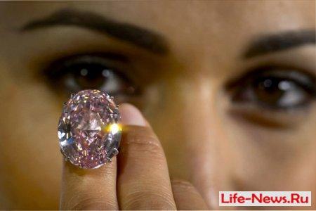 В Женеве выставлен на продажу безупречный розовый бриллиант The Pink Star.