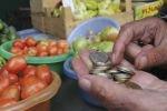 Жителей Украины ждет сокращение зарплат и рост цен
