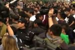 Прекращение поисков Боинга возмутило родственников пассажиров, назревает бунт
