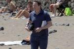 Главу британского правительства преследуют медузы