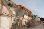 В Крыму сносят незаконные постройки у моря