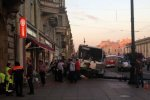 В Питере на Невском проспекте автобус выехал на тротуар