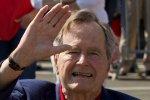 Буш-старший на день рождения опять прыгнул с парашютом