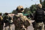 В Мариуполе колонна украинских военных попала в засаду