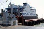 В очереди на паром на крымский полуостров перевернули автомобиль депутата Госдумы