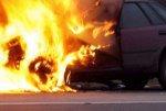Во Владимире от короткого замыкания загорелся автомобиль с запертыми в нем детьми