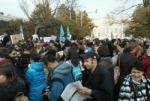 В Москве прошел митинг против незаконного слияния школ, пришли около 2000 человек