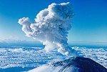 Вулкан Жупановский регулярно выбрасывает столбы пепла на большую высоту