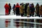 Спасатели спасли всех рыбаков со льдин на Каме
