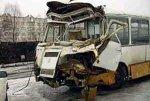 В Челябинской области школьный автобус врезался в стоящий на обочине грузовик, пострадали дети