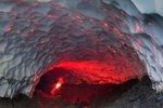 Ледяная пещера на Камчатке – творение природы