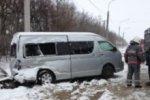 На Кубани микроавтобус с детьми столкнулся с грузовиком