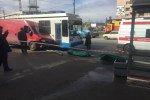 В Петербурге микроавтобус с мертвым водителем заехал на остановку