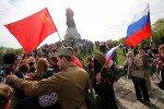 Байкеры возложили цветы к мемориалам советских воинов в Берлине
