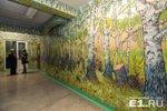 90-летний сторож из Екатеринбурга превратил школу в арт-галерею