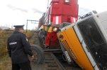 В Свердловской области пассажирский поезд столкнулся с КАМАЗом