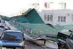 В Ставрополе ветром с дома сорвало фрагмент крыши