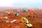 На юго-западе Китая произошел мощный оползень, накрывший деревню