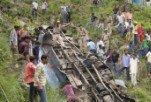 В Индии школьный автобус упал в пропасть