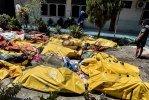 Индонезия разбирает завалы, Тунис тонет