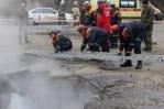 В Пензе участок парковки с автомобилем провалился в яму с кипятком