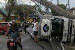 Тайфун «Урсула» покидает Филиппины, число жертв растет