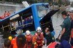 В Китае в водохранилище упал автобус, погибли 21 человек