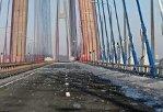 Очистка Русского моста ото льда продолжается